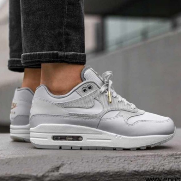NIKE WOMEN'S AIR MAX 1 size 8